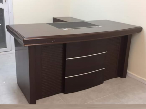 שולחן מנהלים חום דגם ערבה | א. חי גרף