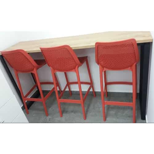 כסא בר פלסטיק אדום דגם שירה