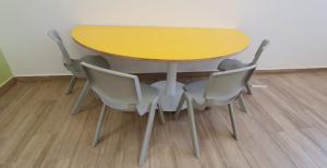 שולחן-תלמיד-דגם בננה
